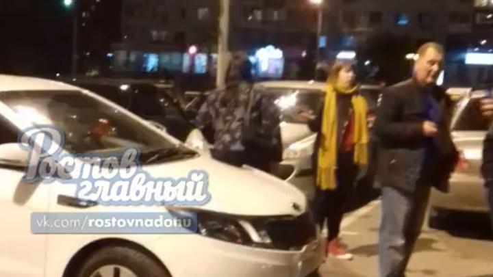 Ростовчане задержали пьяного водителя, протаранившего забор на парковке торгового центра