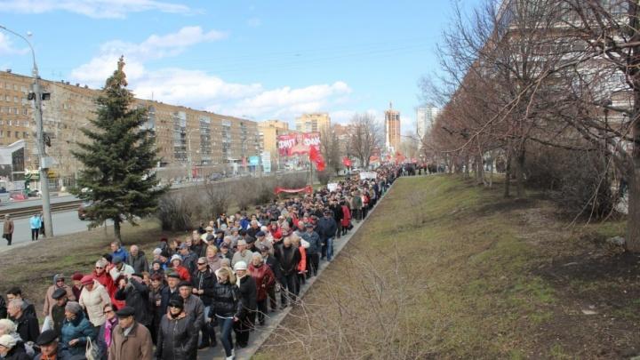 Дмитрия Азарова пригласят на демонстрацию против отмены льгот пенсионерам