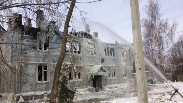 Сутки после пожара: что произошло с двухэтажным зданием в Рыбинске