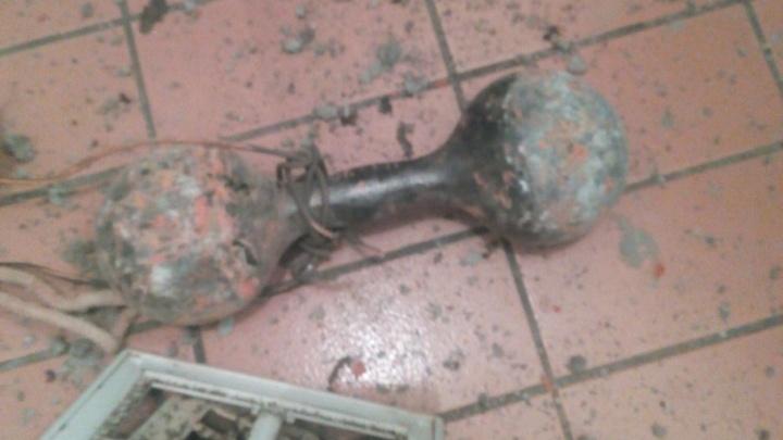 По факту выпадения десятикилограммовой гантели в ванну архангелогородца возбуждено уголовное дело