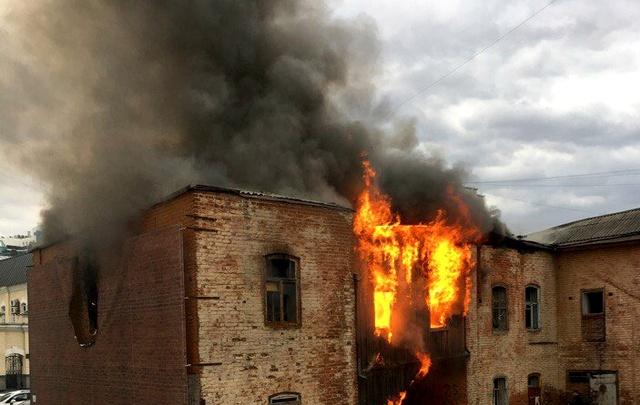 Установлена причина возгорания памятника архитектуры на улице Первомайской, 32