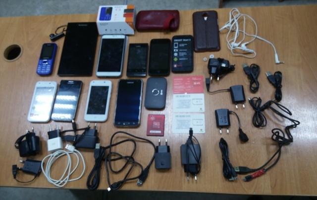 Десять мобильных телефонов пытались передать архангельским заключенным