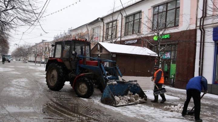 Цирк с парадом техники: как в Ярославле разгребают последствия снегопада