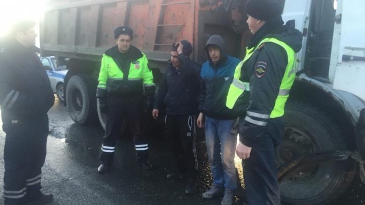 Устроили погоню, стреляя по колёсам: полицейские задержали  пьяного тюменца, угнавшего грузовик