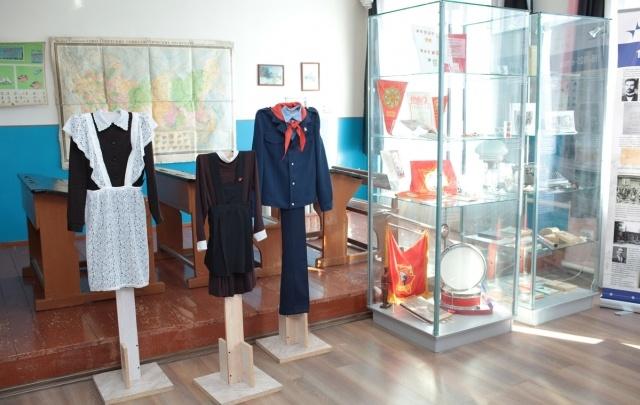 Пишем чернилами и завязываем пионерский галстук: 74.ru прогулялся по челябинскому музею образования