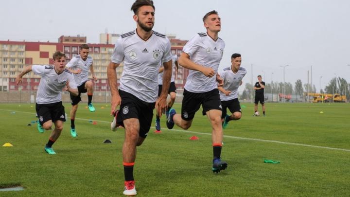 «Игра будет сложной»: немецкая сборная тренируется перед матчем со сборной России