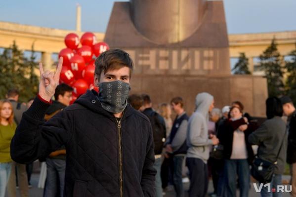 Больше 100 оппозиционеров митингуют на площади Ленина