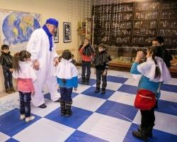 «КидБург» подарил новогоднюю сказку больным и одиноким детям