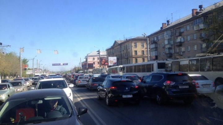 Сразу несколько аварий в центре Челябинска спровоцировали семибалльные утренние пробки