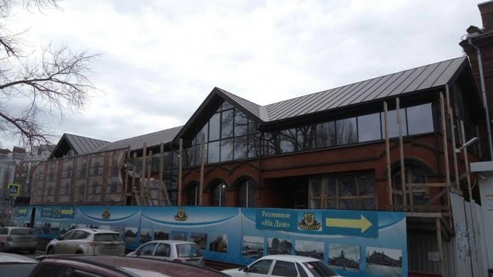 Красный кирпич и стекло: в Самаре завершают ремонт легендарного бара «На Дне»