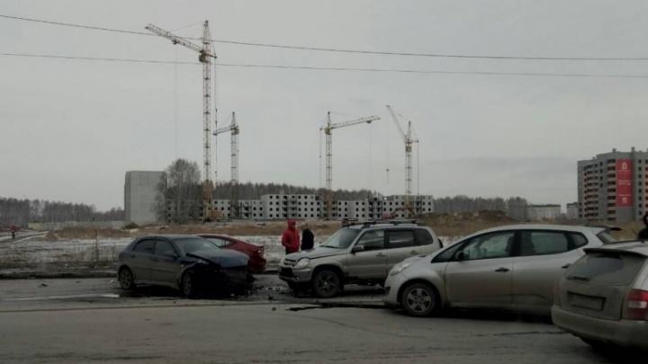 В Челябинске водитель, выехавший на красный, собрал четыре машины