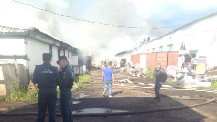 В Архангельске горели цеха мебельной фабрики «Северная Двина»