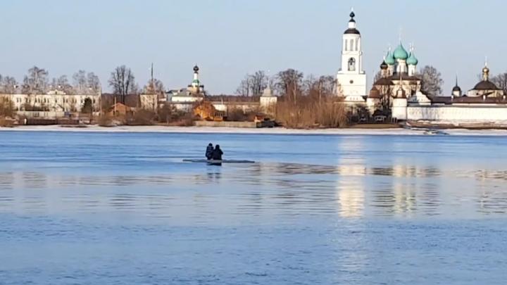 В Ярославле спасли двух детей, катавшихся по Волге на льдине