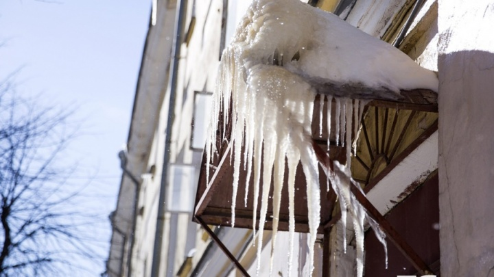 Прокуратура выяснила, кто ответит за то, что в Ярославле на девочку упала ледяная глыба