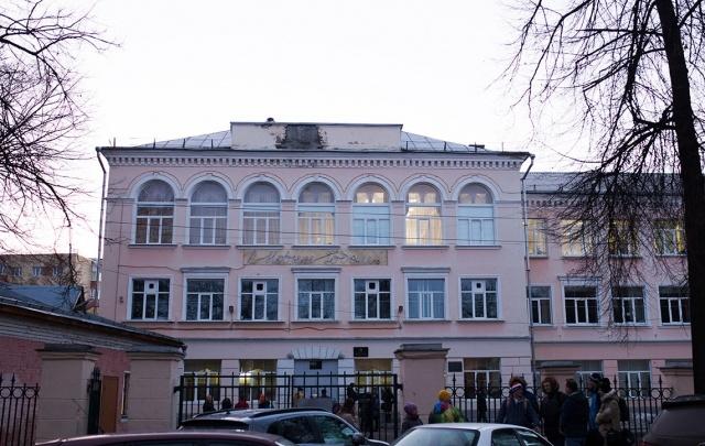 Лучшую школу Ярославля закрыли на карантин из-за антисанитарии
