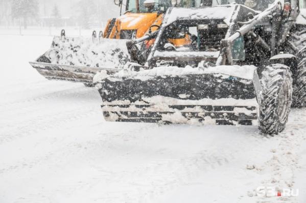 Сотрудников предприятия попросили убрать снег