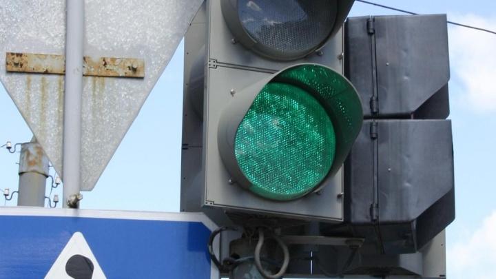 Пожилой челябинец сбил школьницу, переходившую дорогу на зеленый