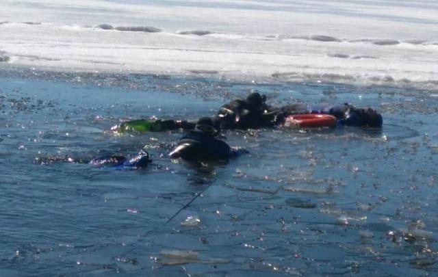 В Тольятти спасатели достали из Волги труп мужчины