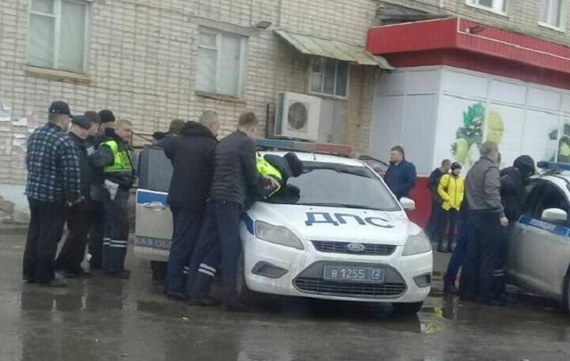 В Ишиме с поличным задержали сотрудников ДПС, предложивших водителю дать им взятку