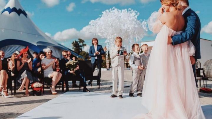 В Ярославль на юбилей свадьбы многодетной мамы приехала Елена Темникова