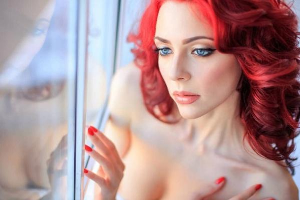 Прекрасная @valeriyapeshkova — профессиональная фотомодель. Огненно-красный цвет волос девушка облюбовала уже давно