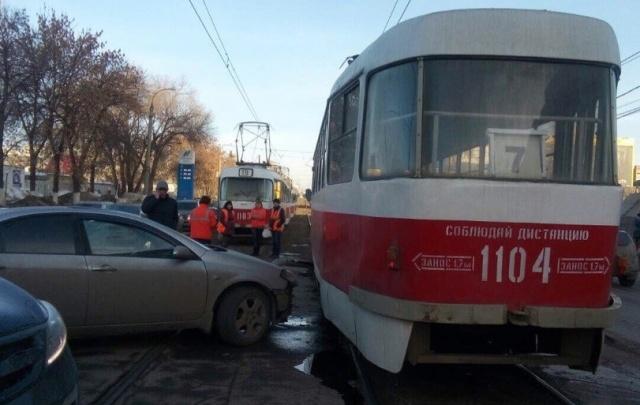 В Самаре невнимательный водитель парализовал движение трамваев на улице Ново-Вокзальной