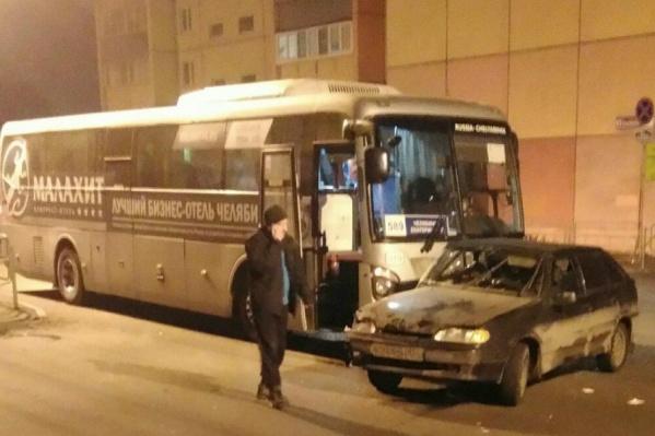 По данным ГИБДД, рейсовый автобус стал невольным участником ДТП