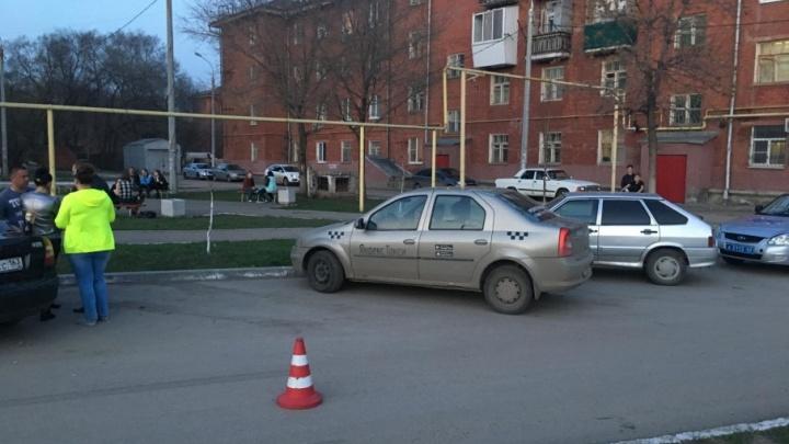 Выбежал на дорогу из-за припаркованных машин: в Самаре «Форд» сбил школьника