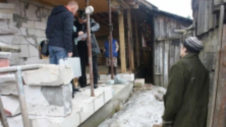 Жительница Ярославля заставила соседку по дому снести мешавшую веранду
