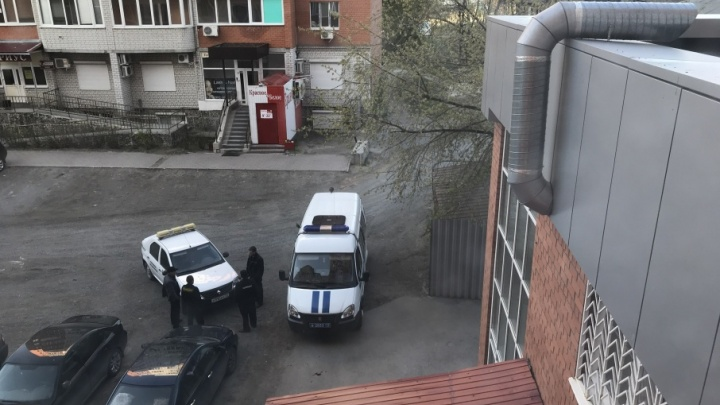 Полиция задержала пьяного буяна, разбившего стекла нескольких машин на Минской