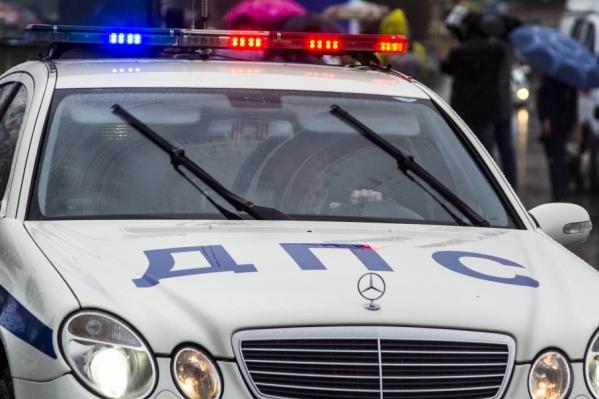 Сотрудники полиции ведут проверку по факту аварии