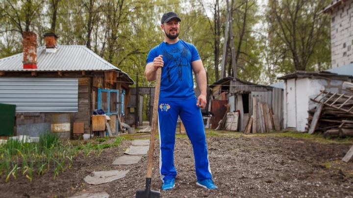 Агрофитнес по-тюменски: готовим себя к пляжному сезону, копая грядки и высаживая рассаду
