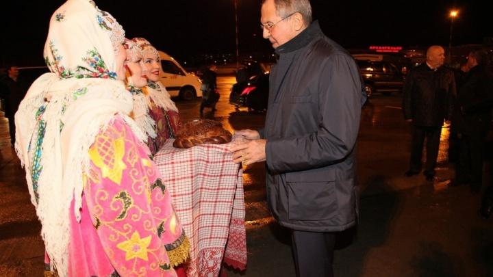Министра иностранных дел России Архангельск встретил караваем
