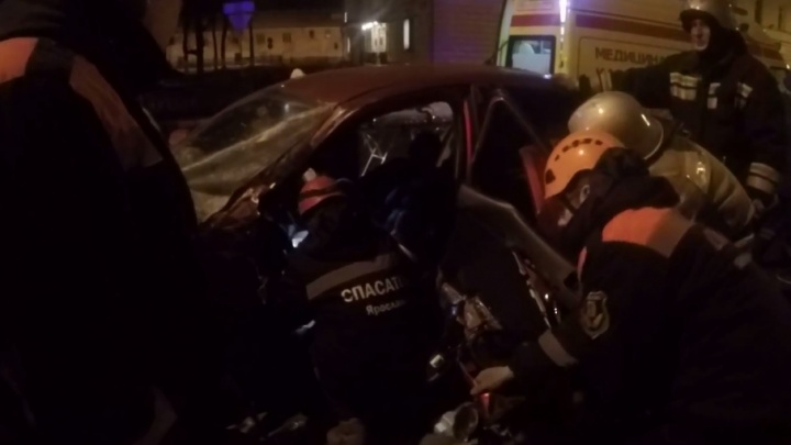 Спасатели доставали из «Мицубиси» водителя со сломанной ногой