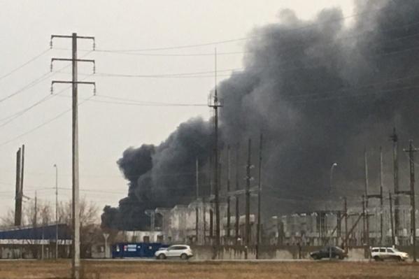 По какой причине загорелось здание — пока что неизвестно