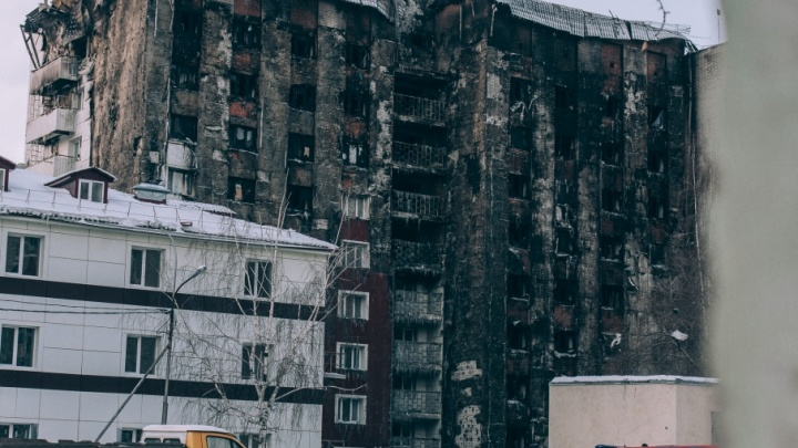 300 опасных тюменских домов, детсадов и школ проверяют на горючесть после пожара на Олимпийской