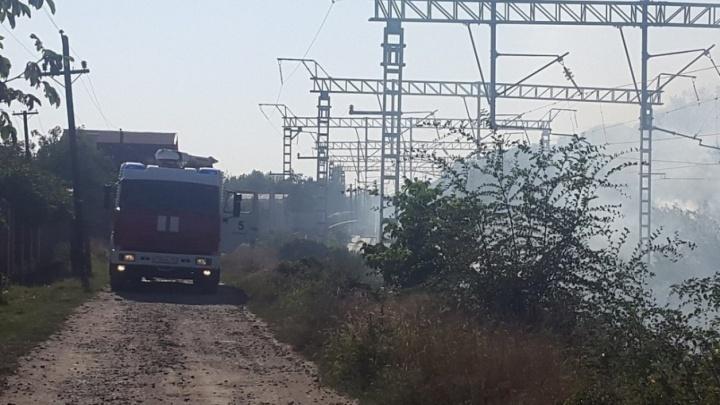 Очевидцы: около железной дороги ростовчанин устроил пожар