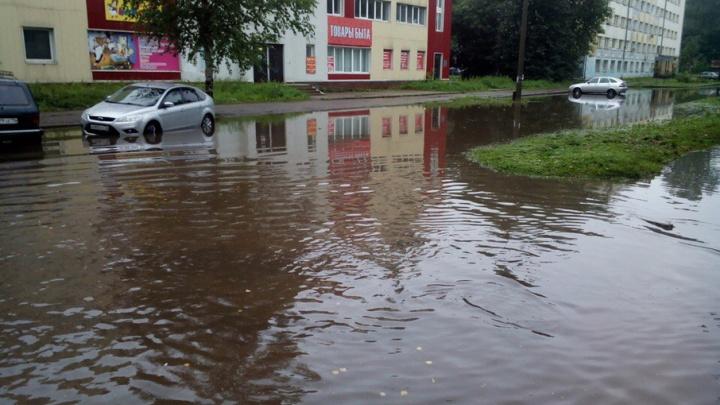 Затопленный Ярославль: машины тонут в лужах после ночного ливня