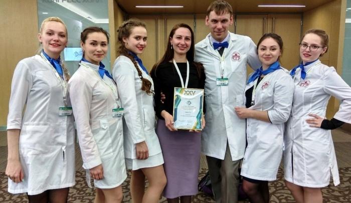 Студенты-медики спасли пассажира авиарейса Москва — Тюмень, которому стало плохо во время полёта