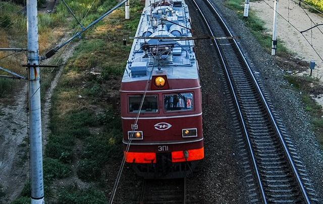 В Ростовской области локомотив сбил насмерть лежащего на путях мужчину