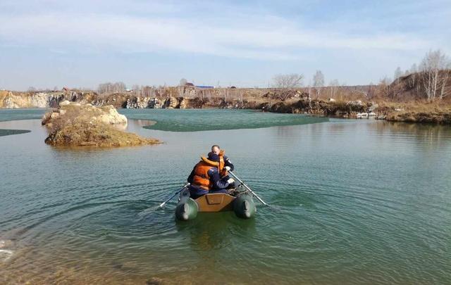 Слой льда помешал вынырнуть южноуральцу, решившему искупаться в водоёме