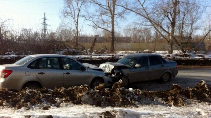В Тольятти четыре человека пострадали в лобовом столкновении Granta и Priora