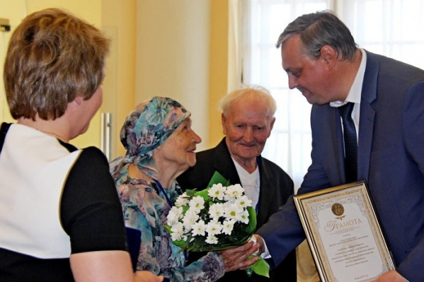 В Гостиных Дворах награждали пары, идущие по жизни вместе уже более 25 лет