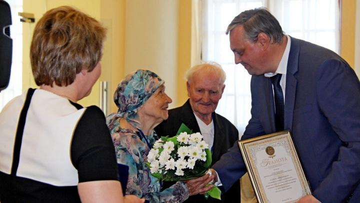 Медали «За любовь и верность» получили 73 семьи из Архангельской области