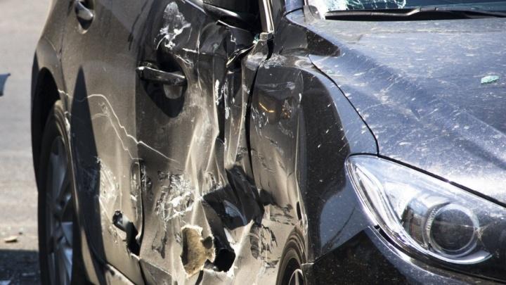Из-за ДТП на 2-й Луговой водители простаивают в пробке