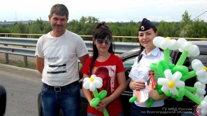 Полицейские Волгограда променяли жезлы на гитары и надувные цветы