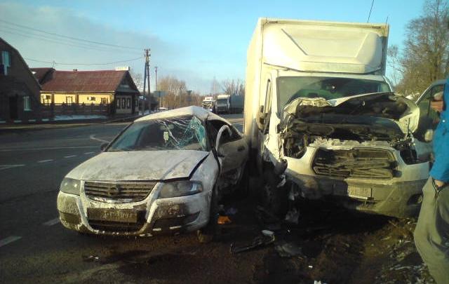 Авария на трассе в Ярославской области: «Ниссан» не пропустил «Форд»