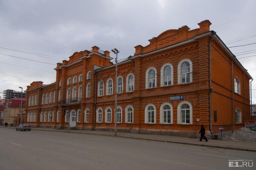 Сейчас университет выглядит так. Здание практически не изменилось.
