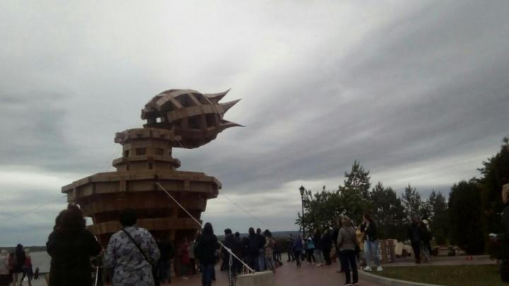 Гигантскому маяку из картона с «ВолгаФеста» дадут вторую жизнь