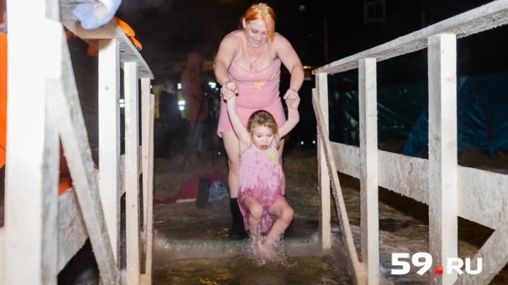 Пермяки окунулись в крещенскую воду: публикуем фоторепортаж с великого православного праздника